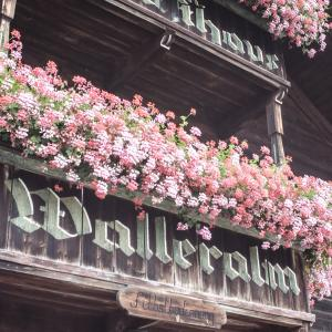 Blumenschmuck an der Walleralm