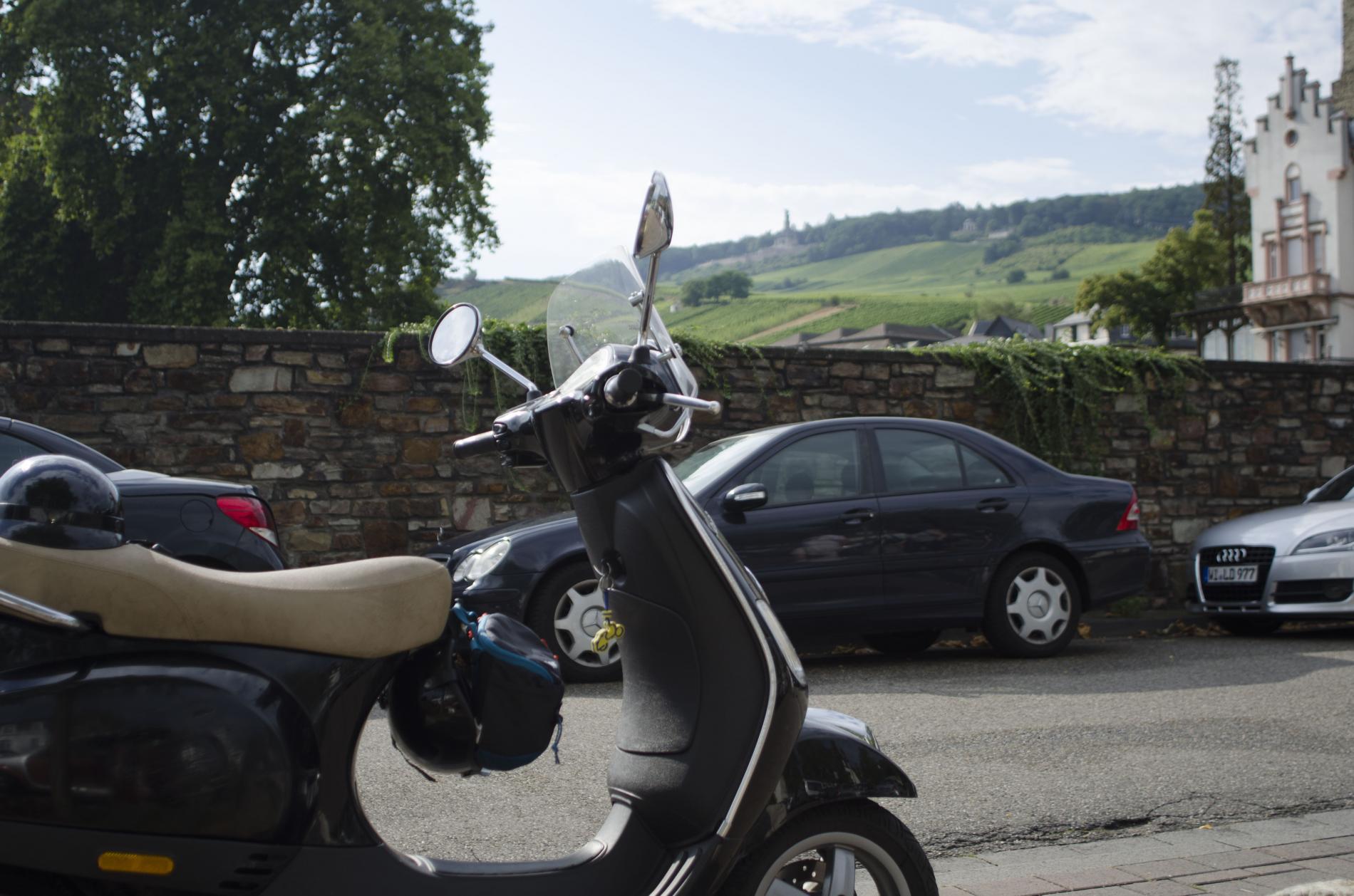 Vespa Tour an den Rhein